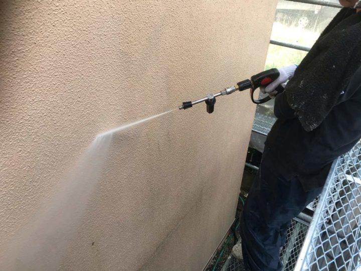 外壁洗浄中